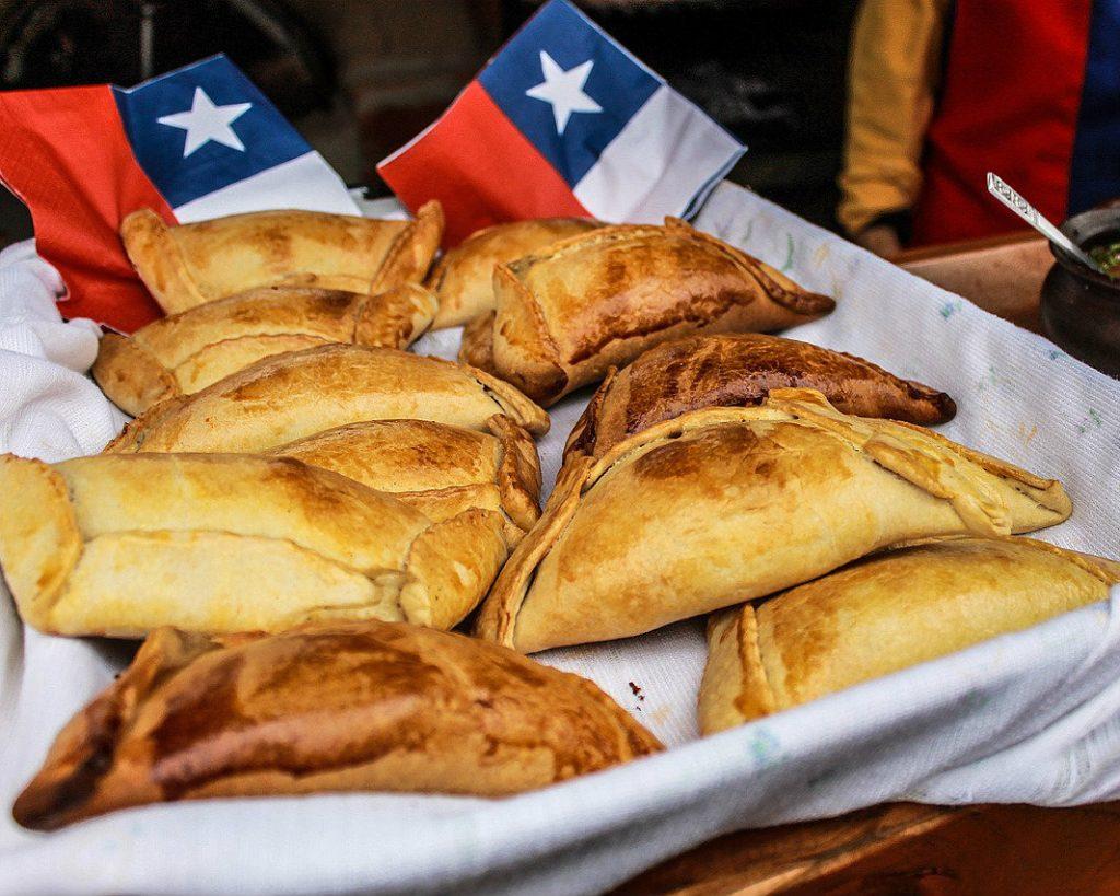 Chileense broodjes (empanadas) in Santiago.
