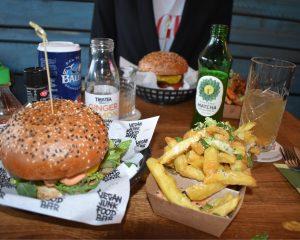 Truffle fries bij de Vegan Junk Food Bar.